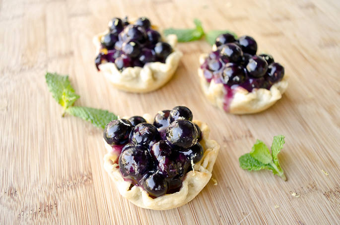 Mini-Blueberry-Pies-that-are-Simple-to-Make-1
