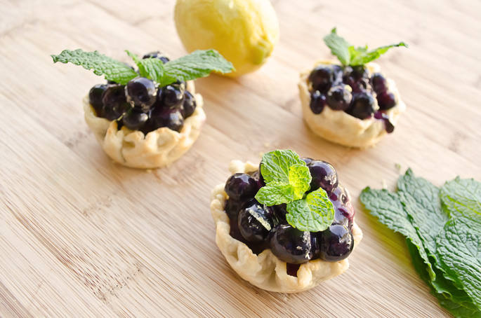 Mini-Blueberry-Pies-that-are-Simple-to-Make-2
