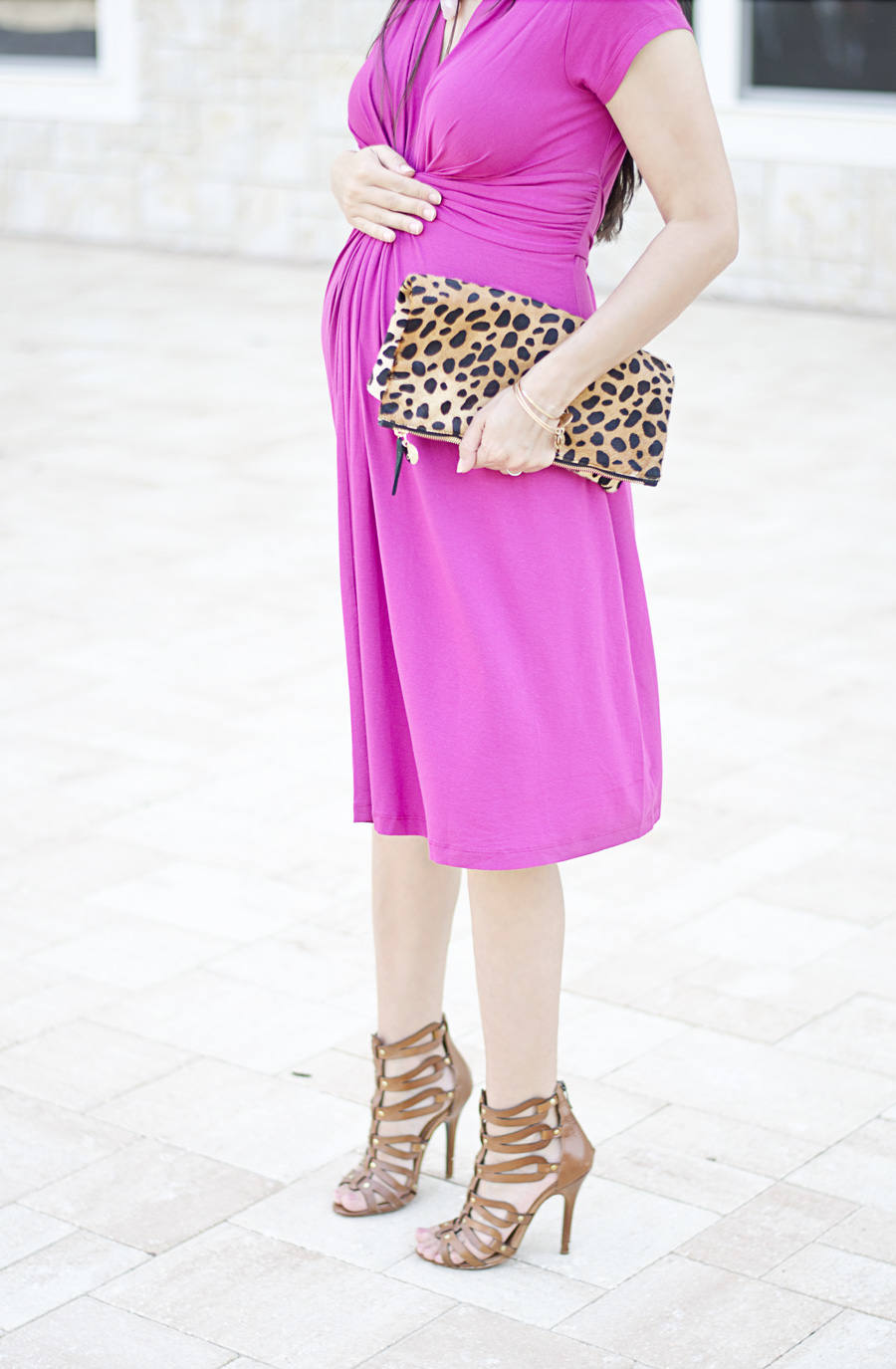 seraphine maternity style with a clare v foldover leopard clutch